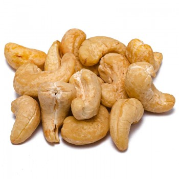 Raw natural cashews